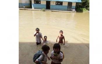 inilah yang dikhawatirkan para guru dan orang tua terkait dengan bangunan sekolah SD Lawang Uru yang lama. BORNEONEWS/JAMES DONNY