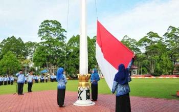 Sejumlah ASN di lingkup Setda Kotawaringin Barat menggelar apel kesadaran di Halaman kantor Bupati.