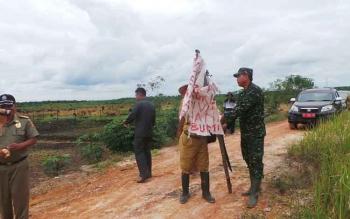 Para petani di Desa Purbasari, Kecamatan Pangkalan Lada, Kabupaten Kotawaringin Barat, mengalami teror dari oknum yang mengatasnamakan ormas tertentu. BORNEONEWS/KOKO SULISTYO
