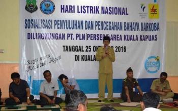 Ketua BNK Kabupaten Kapuas Ir Muhajirin MAP membuka secara langsung sosialiasi bahaya narkoba di aula PT PLN Persero kabupaten Kapuas.