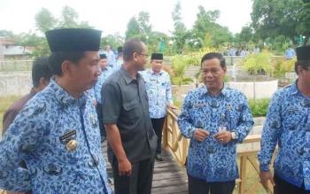 Bupati Barito Utara H Nadalsyah dan Sekretaris Daerah Jainal Abidin. PLN Barito Utara terapkan pemadaman bergilir. BORNEONEWS/PPOST/AGUS SIDIK