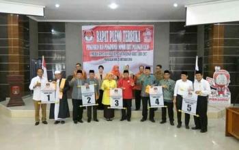 Masing-masing calon Bupati dan Wakil Bupati Kabupaten Kotawaringin Barat Periode 2017-2022 telah memperoleh nomor urut.