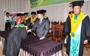 360 Mahasiswa STAI Kuala Kapuas, diwisuda, Rabu (26/10/2016) pagi. Prosesi wisuda dipimpin Ketua STAI Kuala Kapuas, H.M Nafiah Ibnor disaksikan Bupati Kapuas, Ben Brahim S Bahat. BORNEONEWS/DJEMMY NAPOLEON