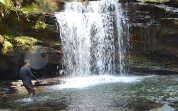 air terjun Jantur Doyam di KM 18 Muara Teweh - Puruk Cahu yang menjadi andalan objek wisata di Kabupaten Barito Utara.