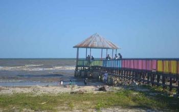 Wisata Pantai Anugrah Desa Sungai Tabuk Kecamatan Pantai Lunci Kabupaten Sukamara merupakan salah satu tempat wisata yang banyak dikunjungi masyarakat. BORNEONEWS/NORHASANAH