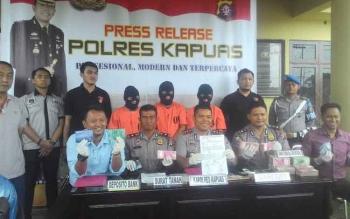 Gelar perkara pencurian uang tunai Rp 9,8 miliar lebih di depan Mako Polres Kapuas