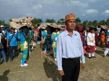 Kepala Desa Bakonsu, Leo NI JP