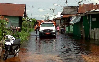 Hujan yang mengguyur Kota Palangka Raya belakangan hari membuat sejumlah titik banjir. Seperti di Jalan Mendawai ujung hingga menembus Jalan Arut, Palangka Raya. Puluhan rumah terlihat digenangi air. BORNEONEWS/BUDI YULIANTO