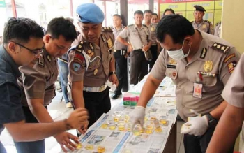 Mabes Polri melakukan tes urine dadakan kepada personel Polres Kotim, beberapa waktu lalu. Wakil Ketua DPRD Kotim, Parimus, Senin (7/11/2016), berharap BNN prioritaskan pembentukan BNN Kotim. BORNEONEWS/M. RIFQI