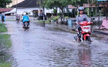 Banjir di Kawasan Mendawai Palangka Raya. BORNEONEWS/TESTI PRISCILLA