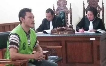 Iwan Haristawan Sinurat, alias Iwan, saat menjalani sidang di PN Palangka Raya dengan agenda pemeriksaan terdakwa. BORNEONEWS/MG-4