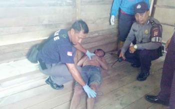 Seorang lelaki buruh lepas bangunan ditemukan tewas di sebuah pondok, Jalan Lewu Tatau VI, Kompleks Perumahan Kecipir, Palangka Raya, Selasa (8/11/2016) sekitar pukul 12.00 WIB. BORNEONEWS/BUDI YULIANTO