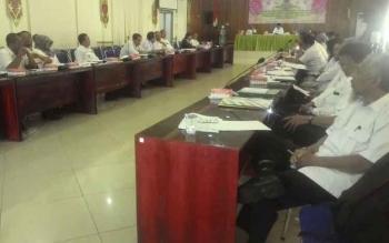 Wakil Bupati Kapuas Ir Muhajirin memimpin rapat percepatan pembangunan Desa Bajenta di Aula Bappeda Kabupaten Kapuas Rabu(9/11).