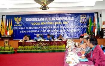 Konsultasi publik Kompolnas terkait optimalisasi Polri dalam penerapan Local Boy for Local Job di Kalimantan Tengah, di Aula Jayang Tingang kantor Gubernur, di Palangka Raya, Jumat (11/11/2016). BORNEONEWS/M. MUCHLAS ROZIKIN