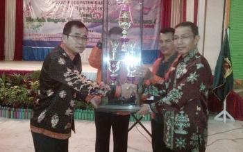 Kontingen Kecamatan Dusun Selatan (Dusel) meraih juara umum dalam Pesta Paduan Suara Gerejawi (Pesparawi) VIII tingkat Kabupaten Barito Selatan 2016 di Buntok. BORNEONEWS/PPOST/H LAILY MANSYUR