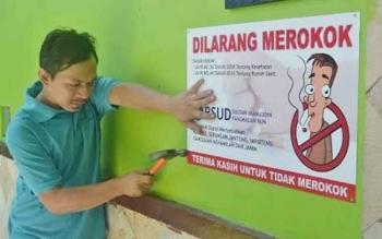 Sejumlah papan peringatan di pasang. RSUD Sultan Imanuddin Pangkalan Bun telah menjadi kawasan tanpa rokok. BORNEONEWS/FAHRUDDIN