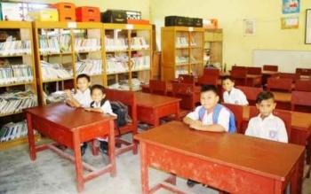 Warga Desa Telang Andrau, Kecamatan Dusun Selatan, Barito Selatan, meminta SD Kunjung Kelas Jauh ditingkatkan statusnya menjadi SDN. Jika definitif sebagai SD Negeri, diyakini proses belajar mengajar semakin terkoordinir baik. BORNEONEWS/URIUTU DJAPER