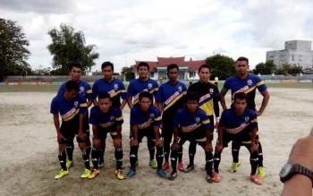 Titipan FC dari Kotawaringin Lama, mengalahkan Persepan Pasir Panjang, melalui drama adu penalti, 6-4, dalam laga semifinal kedua Bupati Kobar Cup XII, Senin (14/11/2016). BORNEONEWS/AGUNG SETIAWAN