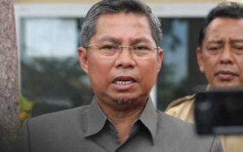 Bupati Seruyan, Sudarsono didampingi Sekretaris Daerah Haryono saat menyampaikan informasi terkait pembangunan di Seruyan. Tahun 2016 ini, tingkat serapan anggaran Pemkab Seruyan, terendah se-Kalimantan Tengah, seperti tahun lalu. BORNEONEWS/PARNEN