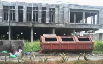 Tempat pembuangan sampah sementara di Kota Buntok, Barito Selatan. Kabid Kebersihan Dinas Perumahan Kebersihan dan Pemakaman Barsel, M Nanang Salahudin, Selasa (15/11/2016), mengungkapkan 90% sampah warga sudah teratasi. BORNEONEWS/PPOST/H. LAILY MANSYUR
