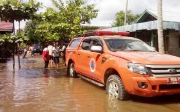Banjir masih menggenangi ratusan rumah warga, di Desa Pantai Harapan, dan Desa Ubar Mandiri, Kotawaringin Timur, Jumat (18/11/2016). BORNEONEWS/RAFIUDIN