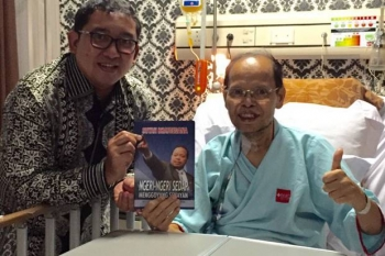 Wakil Ketua DPR RI, Fadli Zon (kiri) saat menjenguk Sutan Bhatoegana di RS BMC Bogor. Sabtu (19/11/2016) pagi, Sutan meninggal dunia, dan dimakamkan di Bogor. BORNEONEWS/SINDONEWS/DOK