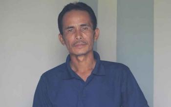 Jumharianto, 44, seorang warga Desa Sungai Perlu, Kecamatan Seruyan Hilir, saat bertandang ke Kuala Pembuang usai memberitahukan soal kondisi warga desanya yang mayoritas berprofesi sebagai nelayan, Minggu (20/11/2016). BORNEONEWS/PARNEN
