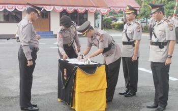 Kepolisian Resor (Polres) Barito Selatan (Barsel) menggelar upacara serah terima jabatan kepada tiga orang pejabat di lingkungannya, Rabu (23/11/2016). BORNEONEWS/LAILY MANSYUR