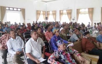 Tampak Ratusan peserta sosialisasi dari Forum Kerukunan Umat Beragama dan Tokoh Adat di Lamandau, di Aula Bappeda Lamandau, Kamis (24/11/2016). BORNEONEWS/HENDI NURFALAH