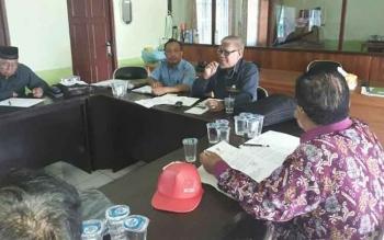 Ketua FKUB Kabupaten Katingan Abdul Aziz (kaca mata) saat menyampaikan sambutan pada rapat pertemuan bersama sejumlah organisasi kemasyarakatan, Minggu (27/11).BORNEONEWS/ABDUL GOFUR