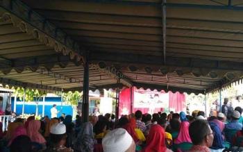 Calon Bupati dan wakil Bupati Kabupaten Kotawaringin Barat melaksanakan kampanye terbatas di dusun Karang Anyar, Kelurahan Mendawai, Kabupaten Kotawaringin Barat. BORNEONEWS/KOKO SULISTYO