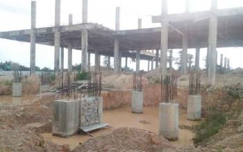 Kondisi saat ini Masjid Agung Kabupaten Lamandau. Pembangunan terpaksa dihentikan sementara di tengah jalan, karena ada dugaan kesalahan pada hasil pembangunan di tahun-tahun sebelumnya. BORNEONEWS/HENDI NURFALAH
