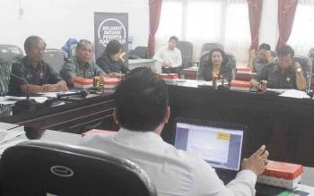 Pimpinan dan anggota DPRD Gunung Mas mengikuti sosialisasi tax amnesty oleh pihak Kantor Pajak Pratama (KPP) Palangka Raya di ruang rapat kantor DPRD Gumas, Senin (28/11/2016) siang. BORNEONEWS/EPRA SENTOSA