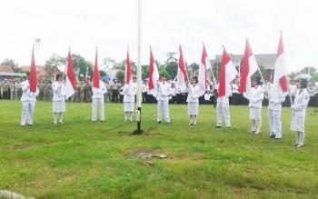 Beberapa eks anggota Paskibra Seruyan turut ambil bagian dalam kegiatan upacara sekaligus aksi Nusantara Bersatu yang digelar Pemkab Seruyan, di lapangan Gagah Lurus Kuala Pembuang, Rabu (30/12/2016) pagi. BORNEONEWS/PARNEN