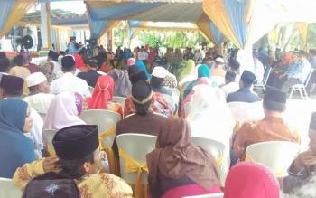 Penyelenggaraan nikah massal oleh Badan Pemberdayaan Perempuan dan Keluarga Berencana (BPPKB) Kotawaringin Barat, Selasa (29/11/2016). Mencuat isu ada pungli dalam program, yang sesungguhnya dibiayai pemerintah daerah itu, BORNEONEWS/RADEN ARIYO