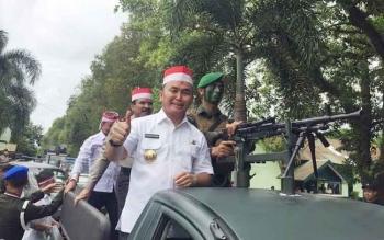 Gubernur Kalimantan Tengah Sugianto Sabran saat kirab. BORNEONEWS/ROZIKIN