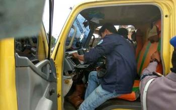 Tim Interdiksi melakukan pemeriksaan truk setelah satu sopir truk di Pelabuhan Pelindo III, Pulang Pisau dinyatakan positif sabu, beberapa waktu lalu. Sementara itu, di Pelabuhan Pelindo, Sampit, Kotim, petugas mendapati delapan dari 50 sopir truk positif