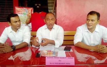 Wakil Direktur Reserse Narkoba Polda Kalteng AKBP Arief Fadlani menunjukan barang bukti sabu, Senin (5/12/2016). BORNEONEWS/BUDI YULIANTO