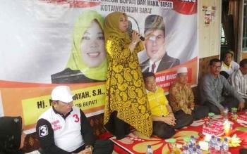 Calon Bupati kobar Nurhidayah saat kampanye terbatas di Kelurahan Raja Seberang. BORNEONEWS/KOKO SULISTYO