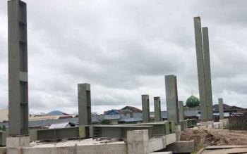 Pembangunan Pasar Indra Sari terancam tak selesai tepat waktu selain diterpa kehabisan material kerangka baja. DOK BORNEONEWS