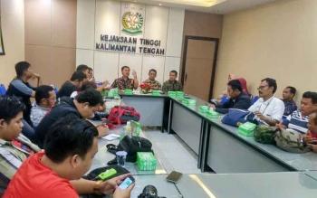 Kepala Kejaksaan Tinggi Kalteng Agus Tri Handoko menggelar press gathering dengan insan pers, Jumat (9/12/2016). BORNEONEWS/RONI SAHALA