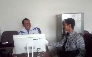 Anggota DPRD Kapuas dari dapil II, H Madiansyah diwawancarai wartawan, Jumat (16/12/2016). BORNEONEWS/DJEMMY NAPOLEON