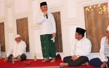 Gubernur Kalimantan Tengah, Sugianto Sabran menyampaikan sambutan dalam peringatan Maulid Nabi Besar Muhammad SAW, akhir pekan lalu. Gubernur menekankan 'ingat mati'. BORNEONEWS/M. MUCHLAS ROZIKIN