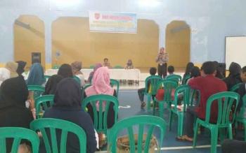 Forum Anak yang tergabung dalam Perlindungan Anak Terpadu Berbasis Masyarakat (PATBM) dan Remaja Masjid Desa Pasir Panjang, Kecamatan Arut Selatan, Kotawaringin Barat mendapat penyuluhan tentang bahaya narkoba di Aula Kantor Desa Pasir panjang, Selasa (2