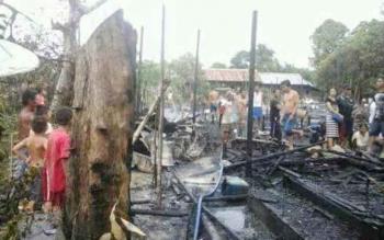 Puing-puing kebakaran tujuh rumah warga Desa Asem Kubang, Kecamatan Kamipang, Kabupaten Katingan, Kalimantan Tengah, Selasa (27/12/2016), pukul 14.00 WIB. BORNEONEWS/ISTIMEWA