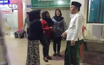 Gubernur Sugianto 'Sarungan' saat menyambangi RSUD Doris Sylvanus Palangka Raya milik Pemprov Kalteng, Rabu malam.