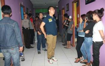 Tim Gabungan Polres Lamandau, saat melakukan razia cipta kondisi di salahsatu tempat hiburan Karaoke keluarga, Nanga Bulik.