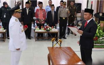 Gubernur Kalteng Sugianto Sabran melantik Penjabat Bupati Kotawaringin Barat (Kobar) Nurul Edy di Pangkalan Bun. Ibukota Kobar. BORNEONEWS/ROZIKIN