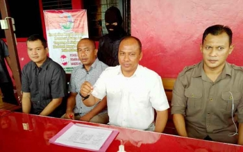 Direktur Reserse Narkoba Polda Kalteng Kombes Pol Akhmad Shaury didampingi anggotanya, menunjukan barang bukti narkoba, beberapa waktu lalu.