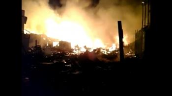 Sejumlah 15 bangunan di Pasar Bahaur Kecamatam Kahayan Kuala Kabupaten Pulang Pisau hangus dalam musibah kebakaran, Minggu (1/1/2017) malam